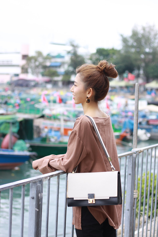 StudioDoe brown off-shoulder shirt / black pants from Korea / GIORDANO LADIES black leather slides / LANVIN partition two-tone shoulder bag