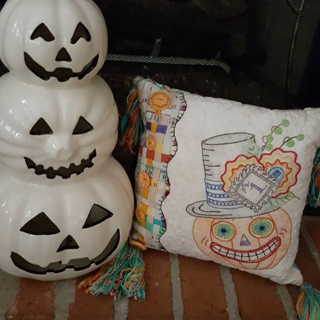 I'm Getting ready to be spooked? #homemade #crabapplehillstudio #meghawky1 #halloween #halloweenquilts #handembroidery