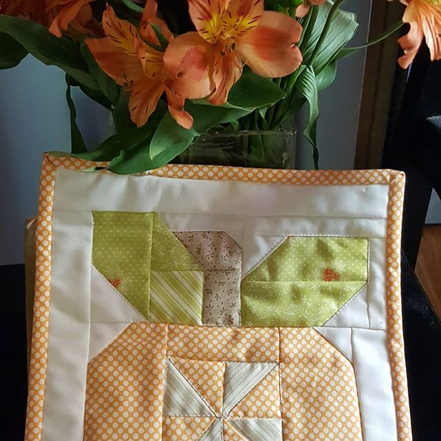 New fall potholder from the Fig Tree pattern Pumpkins & Bean Stalks. #pumpkins#figtree#imadeit# quilting#potholders