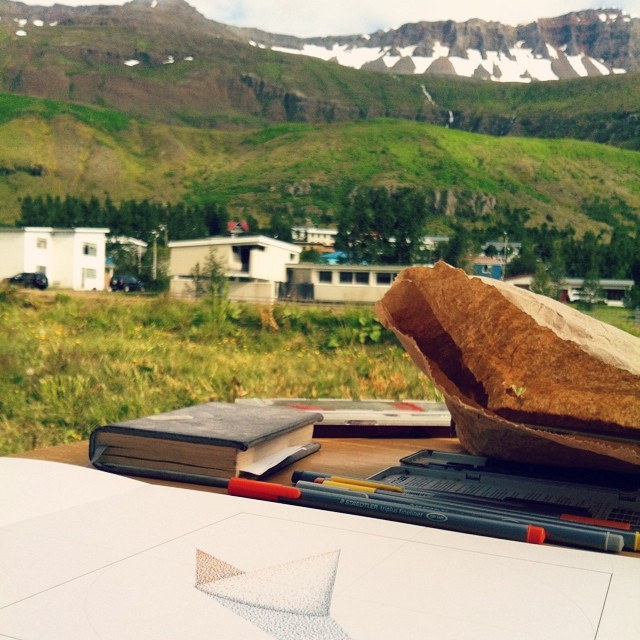 Mountains are a superb backdrop to my first #drawing in #iceland . Exploratory studies are flowing. #art #light #science #optics