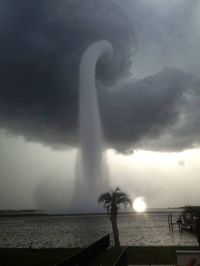 laughingsquid :      An Amazing Waterspout Vortex Pops Up Over Tampa Bay