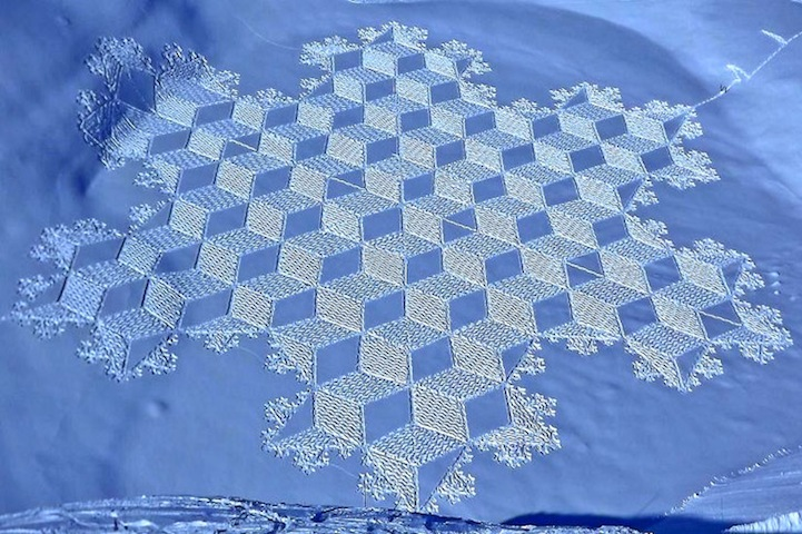 fisherspop :      Artist Simon Beck must really love the cold weather! Along the frozen lakes of Savoie, France, he spends days plodding through the snow in raquettes (snowshoes), creating these sensational patterns of snow art. Working for 5-9 hours a day, each final piece is typically the size of three soccer fields! The geometric forms range in mathematical patterns and shapes that create stunning, sometimes 3D, designs when viewed from higher levels.