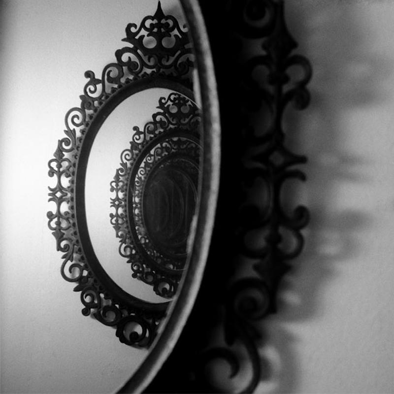 darkmindbrightfuture :      Looking Back - Emily Franklin