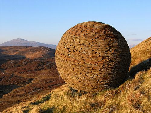 colornotes: Sculpture at Knockan Crag (by swan-scot)