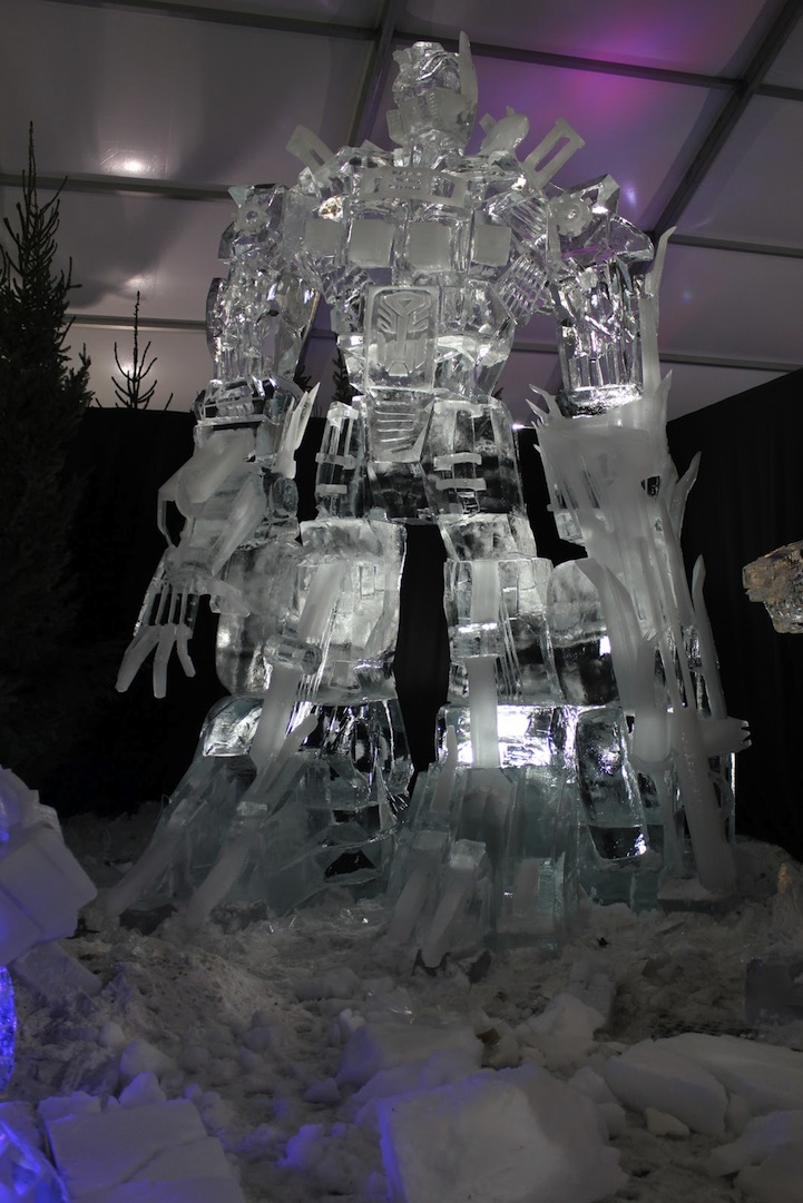 skandolous :      mineforeverjas :      koldunkisloty :      Optimus Prime Ice Sculpture  // By:  Antti Pedrozo &  Michael de Kok            OMFG.        ………………………..wow