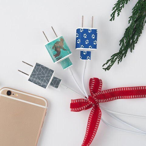 10-day countdown!! Until midnight tonight, save 35% off of your entire order with code THANKYOU35. MEO has something for everyone on your list! MEO decals are new, unique and solve that ubiquitous question: Is that my charger? Happy Holidays! #iphone #vailmountain #empirestatebuilding #iloveny #dogsofinstagram #pawprints #snowboarding #winterfun #gottagetaway #sportsfan #football #basketball #soccer #golf #tennis #stockingstuffers #lastminutegifts #familyfriendly #keepcharged #getoutwhileyoucan #neverstopexploring #keepchargedandcarryon #snowskiing #ilovenewyork #cruiseship #cruiselife #ilovemydog