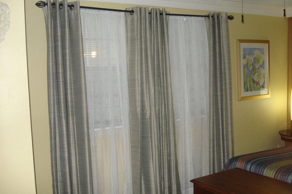 Suite2-Bed2.JPG