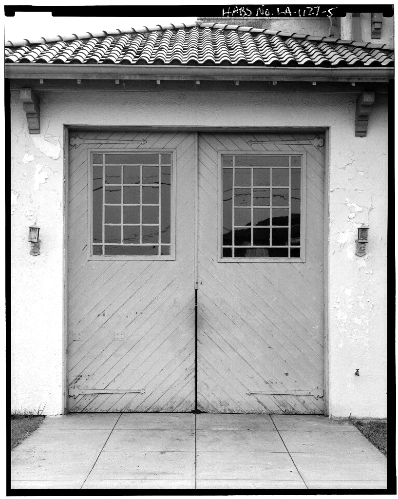 Engine bay doors