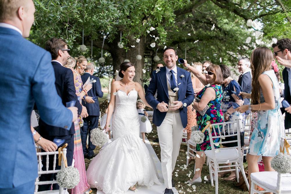 Puglia wedding confetti shot