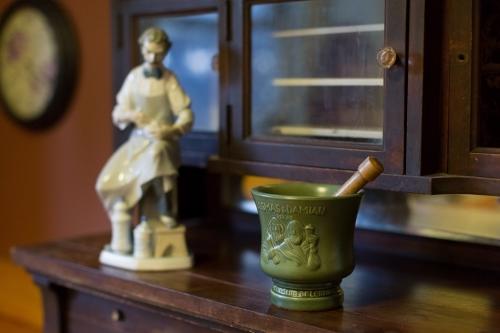 cabinet1.jpg