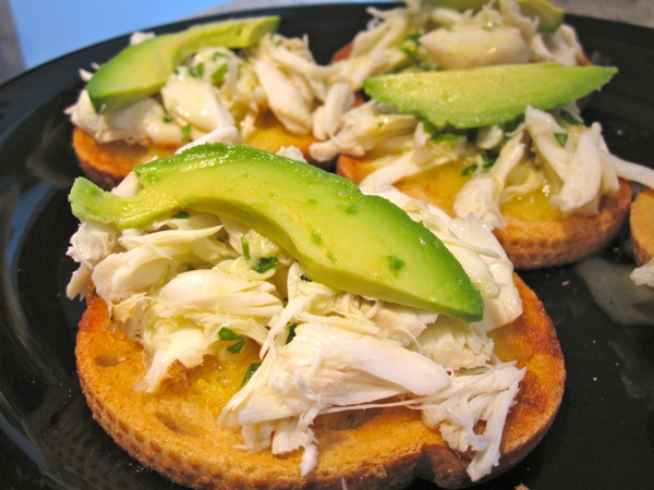 crab-avocado-crostini6