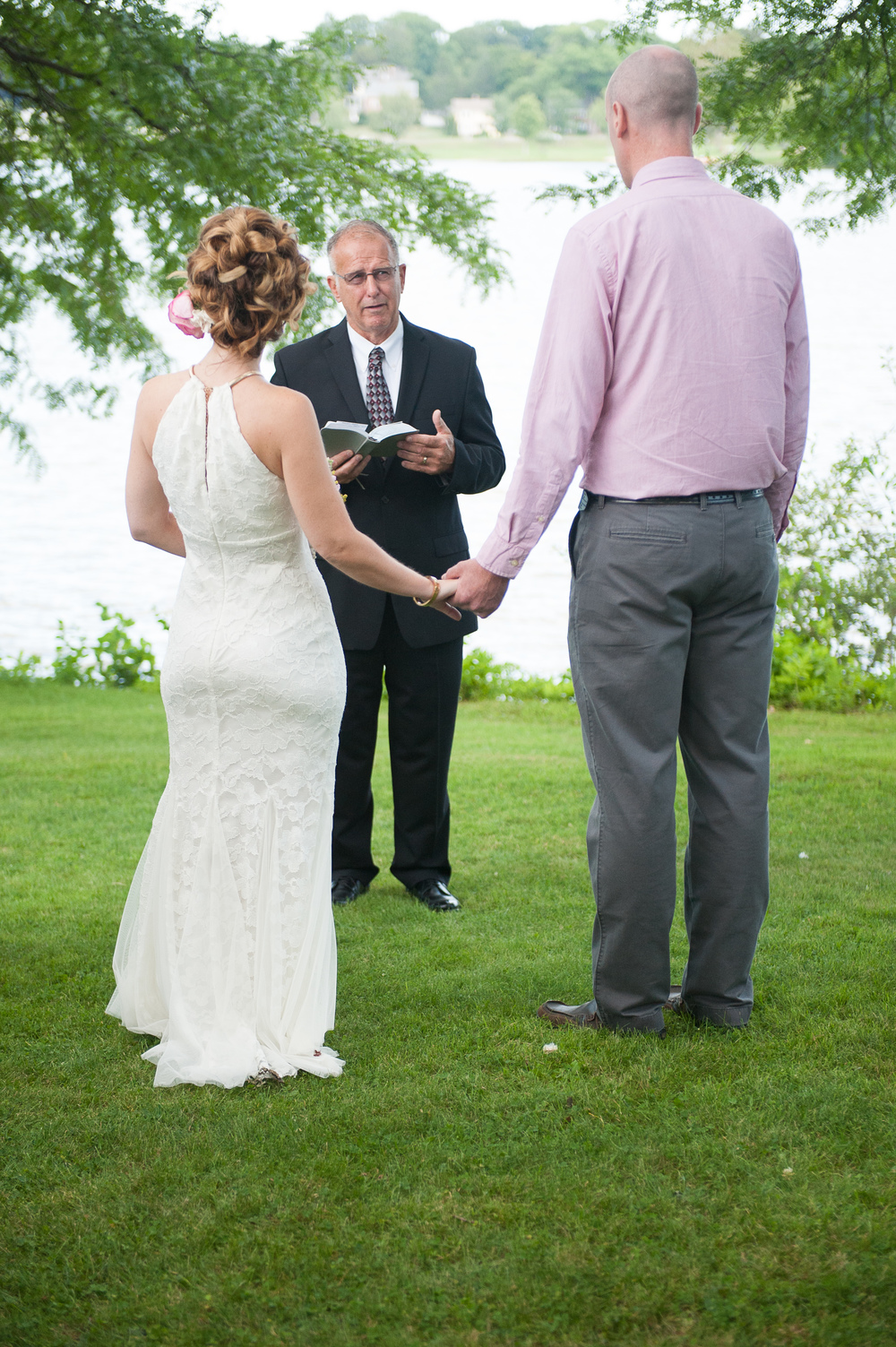 Intimate wedding ceremony Lake Quannapowitt Photographer MA