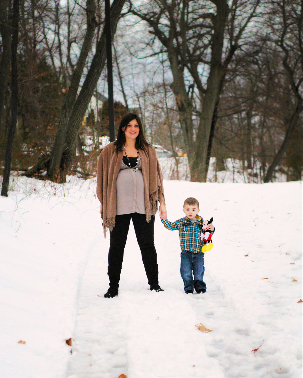 Northshore MA winter on location maternity and family photographer