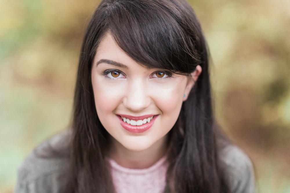 Hannah Headshot 2017-22.jpg