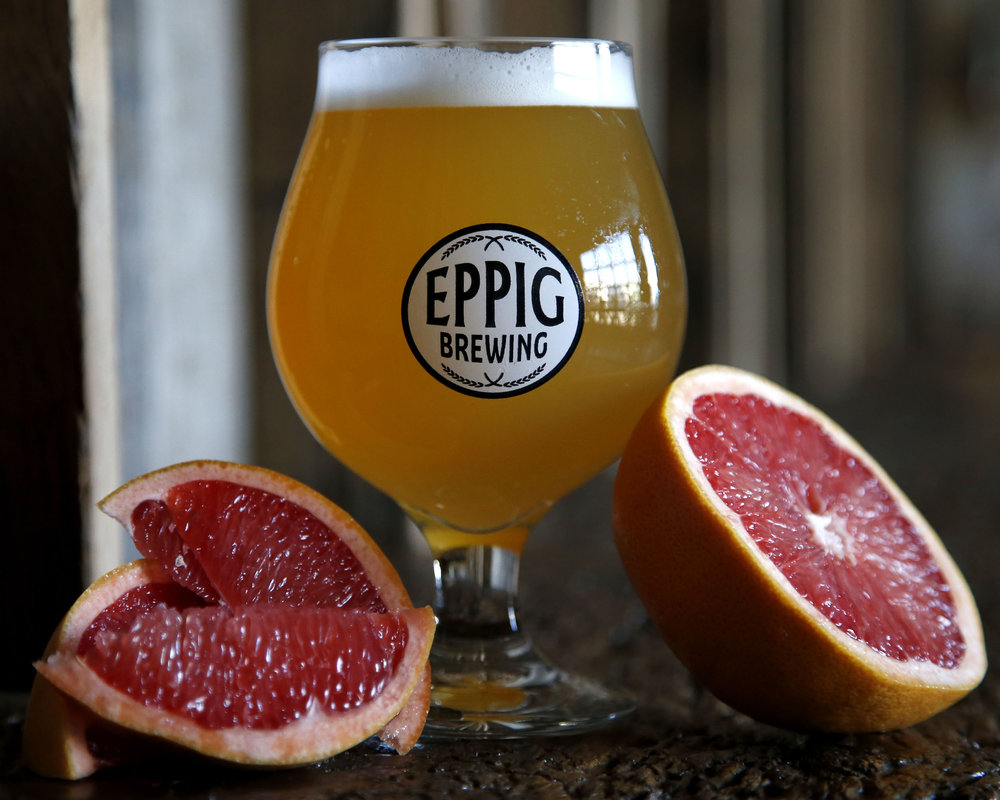 ROYALE GOSE W/ GRAPEFRUIT ABV 4.1%  IBU 14 Highly sessionable, refreshing gose.  Delicate grapefruit flavor, subtly tart with a kiss of La Jolla flaked sea salt.