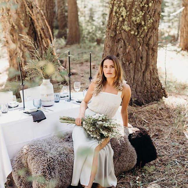 MODERN MOUNTAIN.  Styled by @hyggeevents Photography : @brianamorrison  Dress / apparel : @finenfunky  Floral Design : @yayforcake  Hair stylist : @sierradawn11  Makeup artist : @sweetdoubleblack