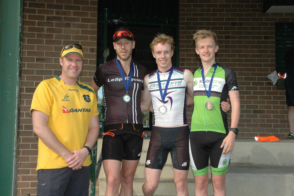 Cam Dinnie (2nd), Derek Mulhearn (1st) and Jack McPhee (3rd) with club supporter Johnno from The Home Loan Guy.