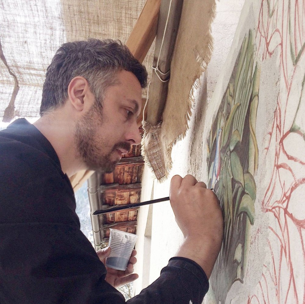 Emanuele Capozza - Started painting career in 2006 discovering material painting and experimenting with plaster and pigments. Approached to Fresco Technique in 2010. Now he is a member of International School of Fresco Technique. Since then he has collaborated in many projects and workshop all around Europe.