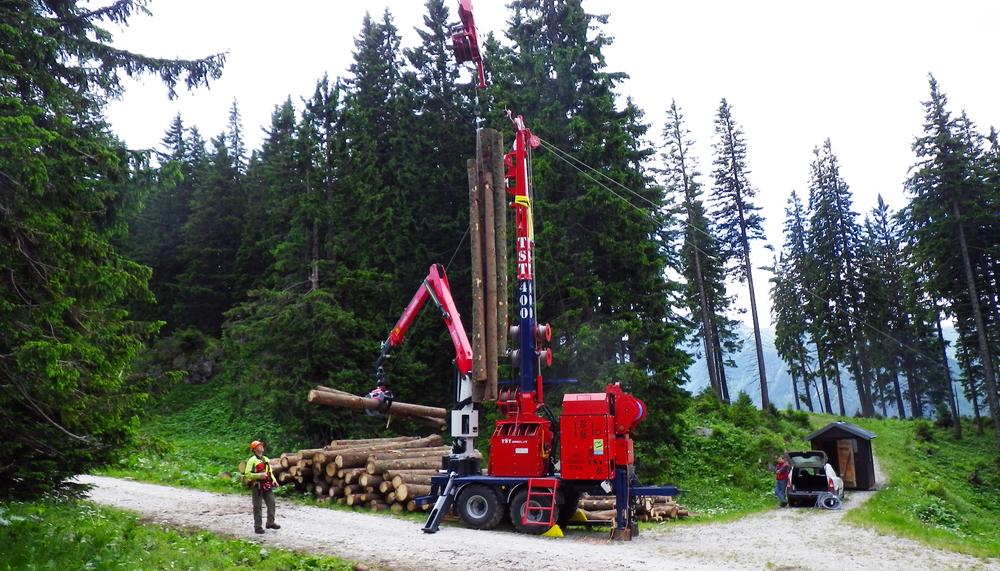 TST 400 Seilgerät auf 2-Achsanhänger / tower yarder on 2-axle trailer