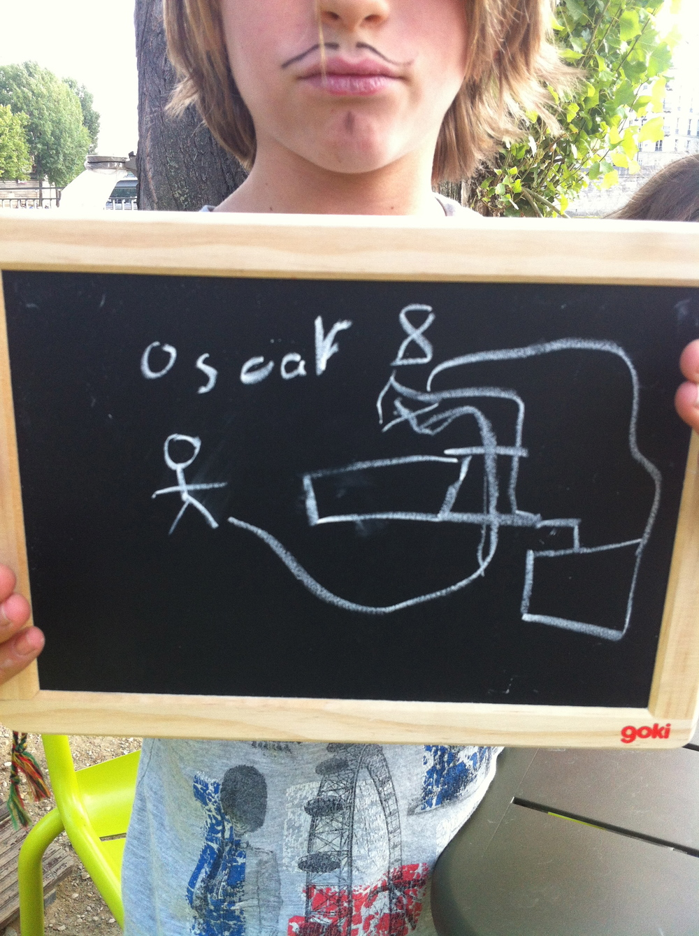 Oscar 8 ans veut pouvoir sauter du grand plongeoir