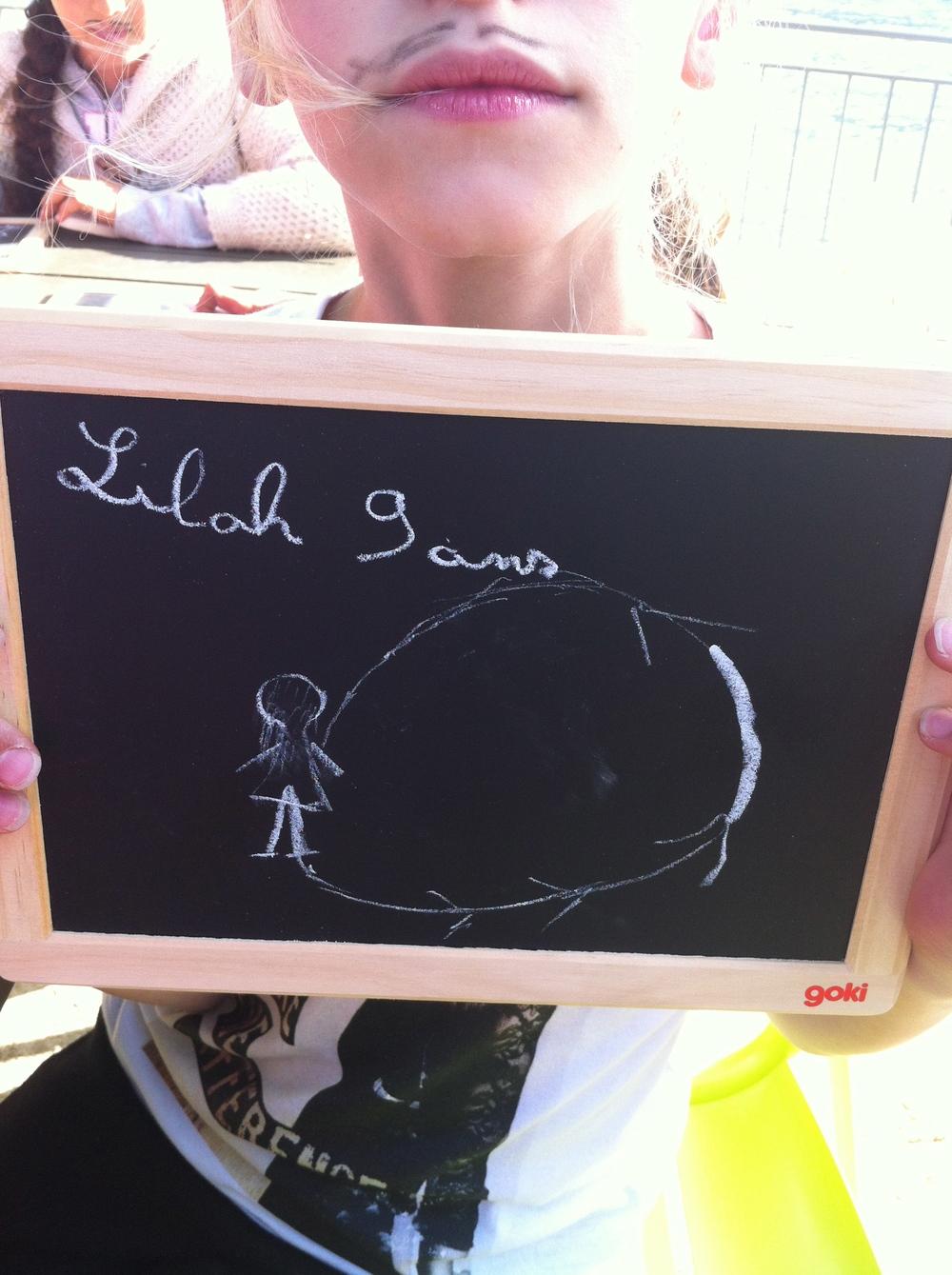 Lilah 9 ans souhaite réussir à faire une figure de patinage artistique