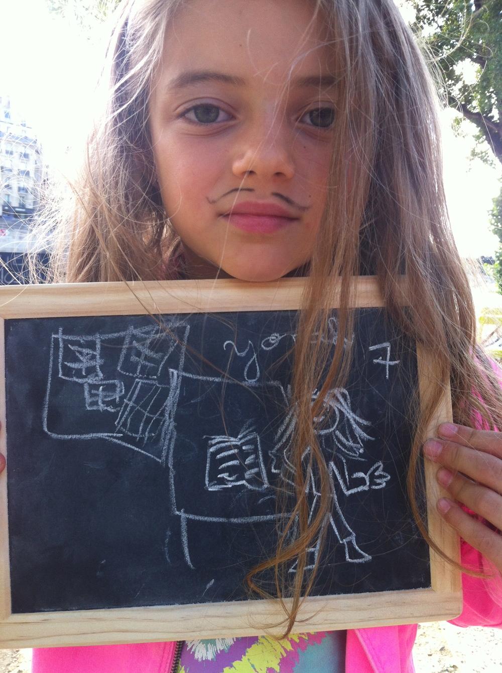 Yonah 7 ans veut lire plein de livres dans une journée pour apprendre plein de choses