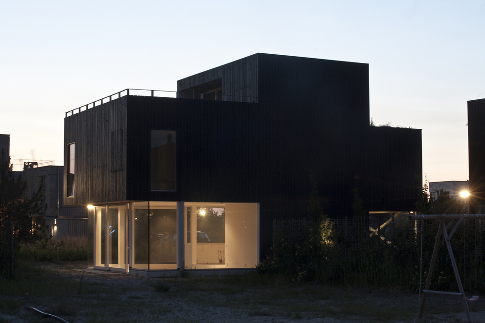 Villa +, detached house, steel frame and 'Stellac' wooden cladding parts.   Completed in spring 2014