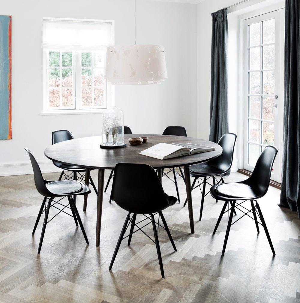 Møbler — Langvad Møbelsnedkeri