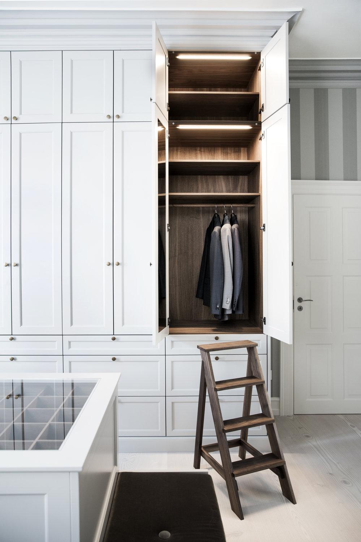 Walk-in closet14.jpg