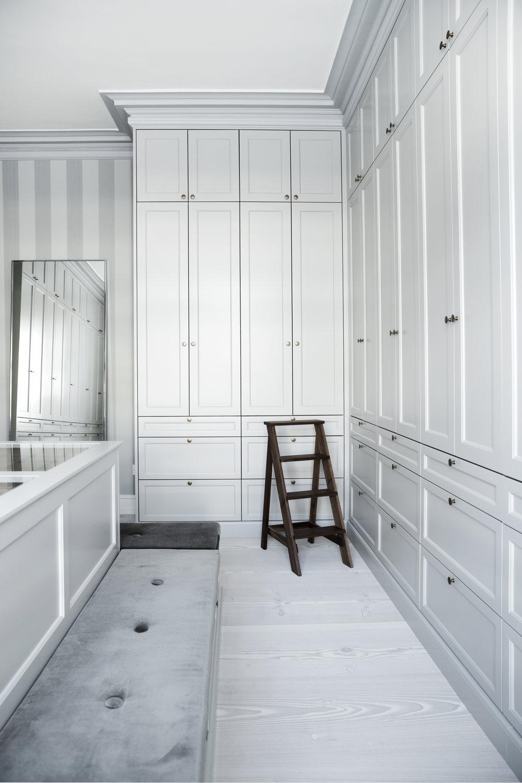 Walk-in closet15.jpg