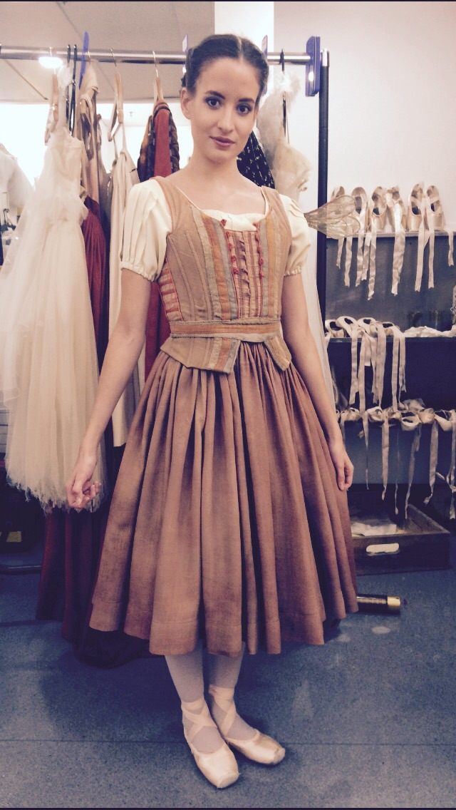 Lettie as 'Peasant women'   Thick and heavy makes this dress hang wonderfully.