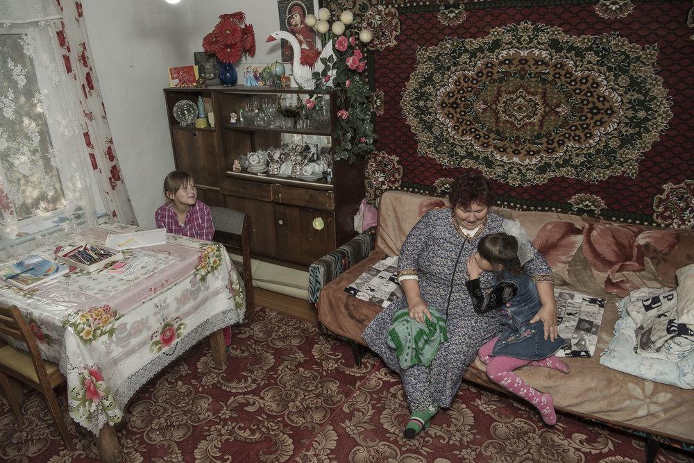 kyrgyzstan-soviet-union-grandparent-carers-jo-kearney-balykchy-photography-video.jpg