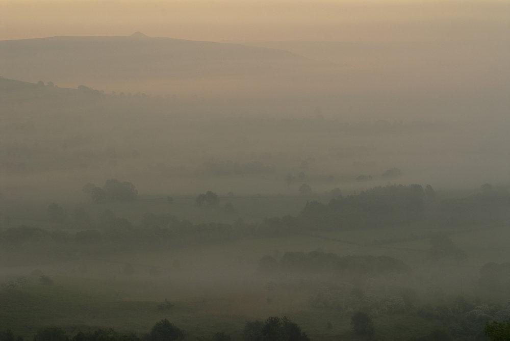 Derbyshire-Dales-Peak-District--early-mist-Jo-Kearney-photos-landscape-photography-video-landscapes.jpg