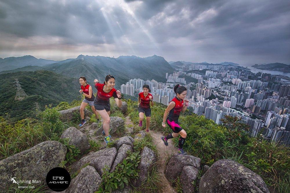 T-shirt 系列造型相 - 上週末7位同學清晨登上獅子山頂,穿上本會新T-shirt及山賽衫拍攝造型照。拍攝同學包括:Sabrina, Ling, May, Yui, Charles, Kelvin及宋的