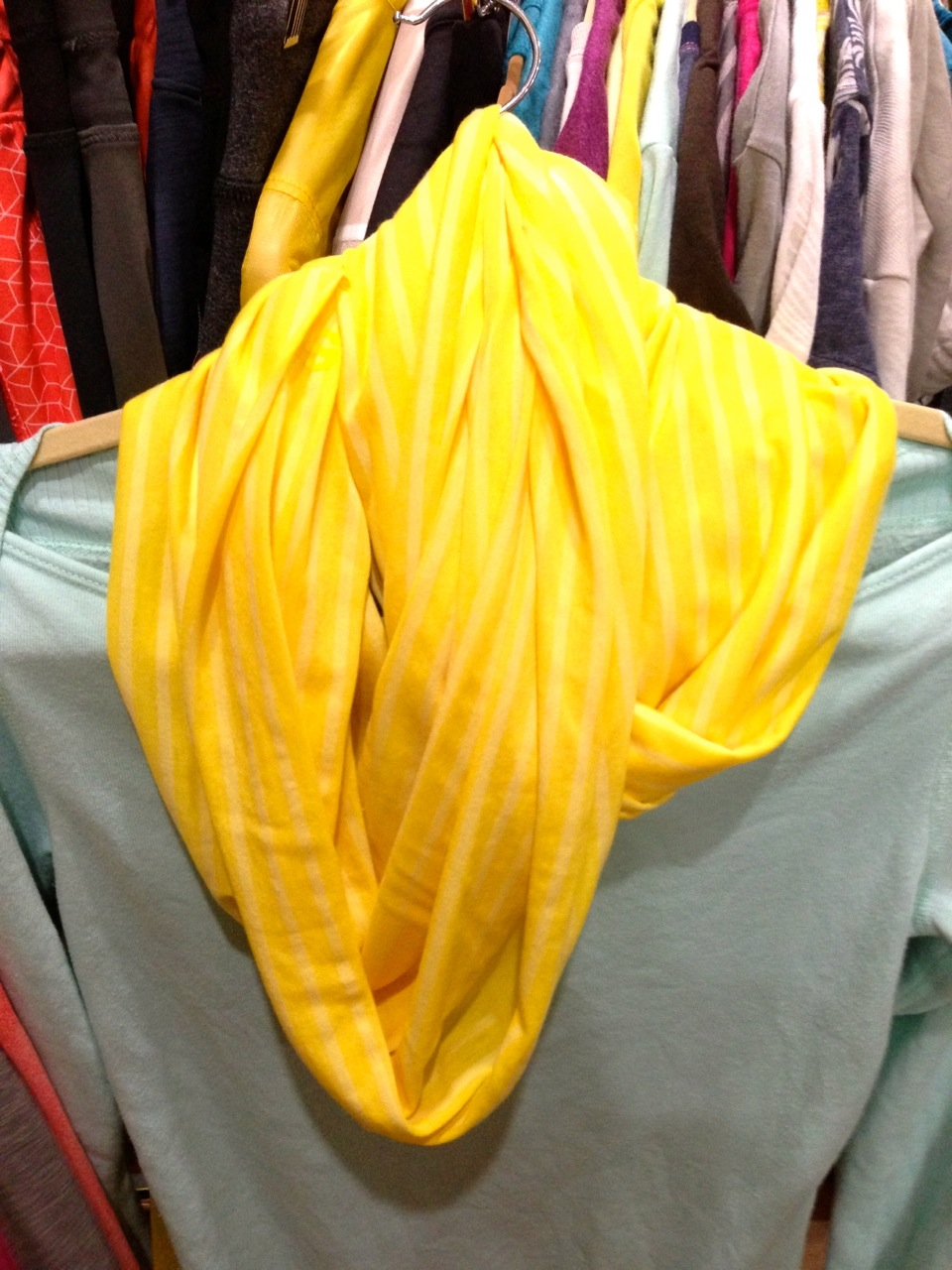 I am obsessed with this yellow Runfinity scarf!