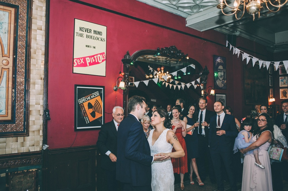 zetter-townhouse-wedding-photos-peasent-clerkenwell-wedding-by-lindsleyweddings_0049.jpg