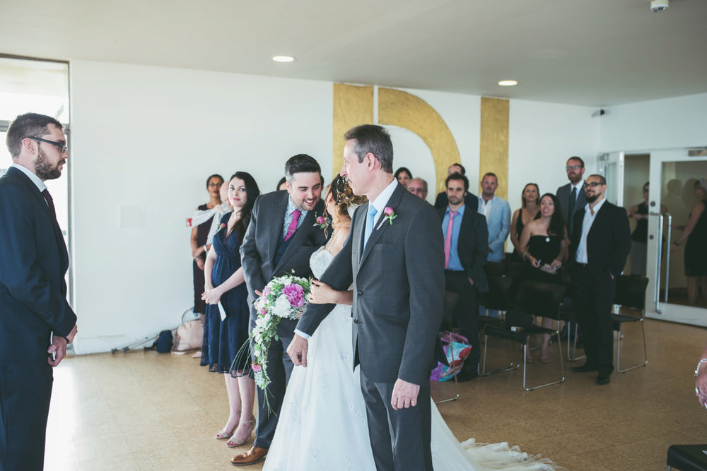 bexhill-on-sea-de-la-warr-pavillion-wedding-photos-photography-by-lindsley-weddings_0021.jpg
