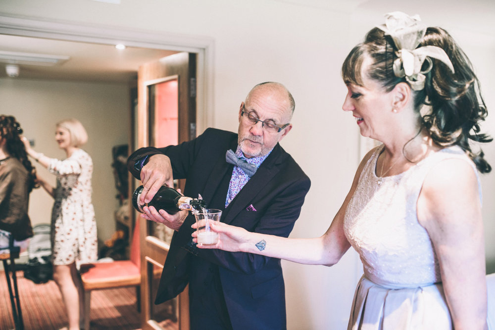 odos-barn-ashford-kent-wedding-photographer-odo's-barn-bilisington-by-lindsleyweddings_0073.jpg