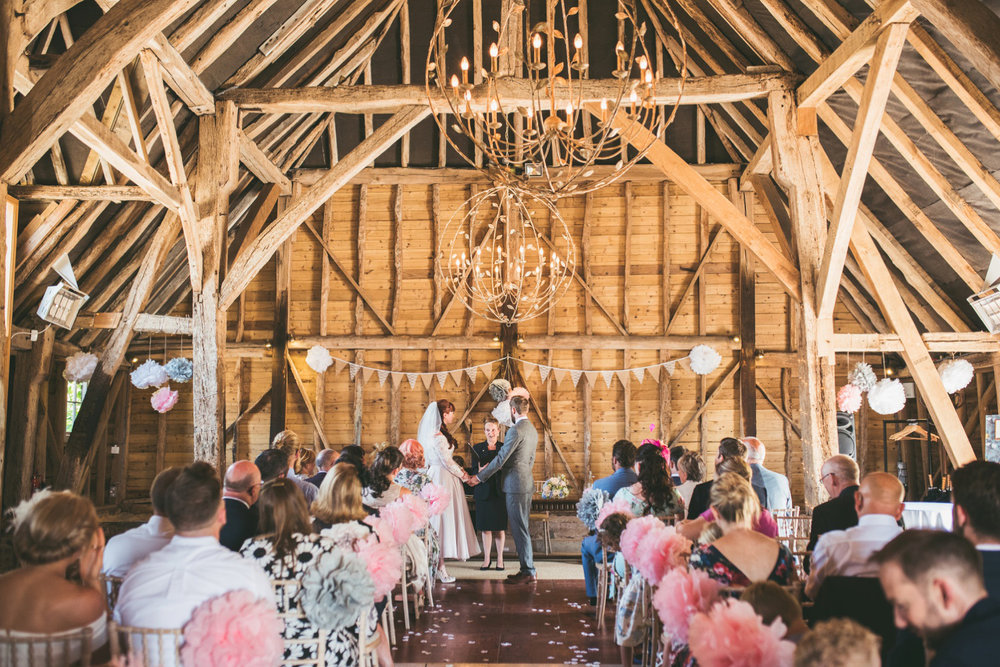 odos-barn-ashford-kent-wedding-photographer-odo's-barn-bilisington-by-lindsleyweddings_0090.jpg