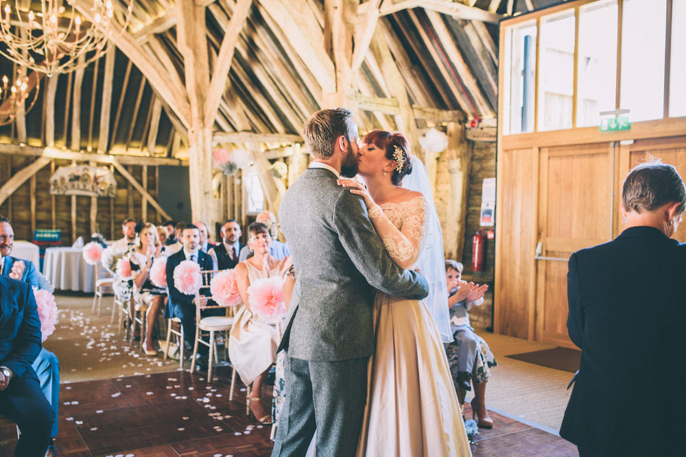 odos-barn-ashford-kent-wedding-photographer-odo's-barn-bilisington-by-lindsleyweddings_0092.jpg