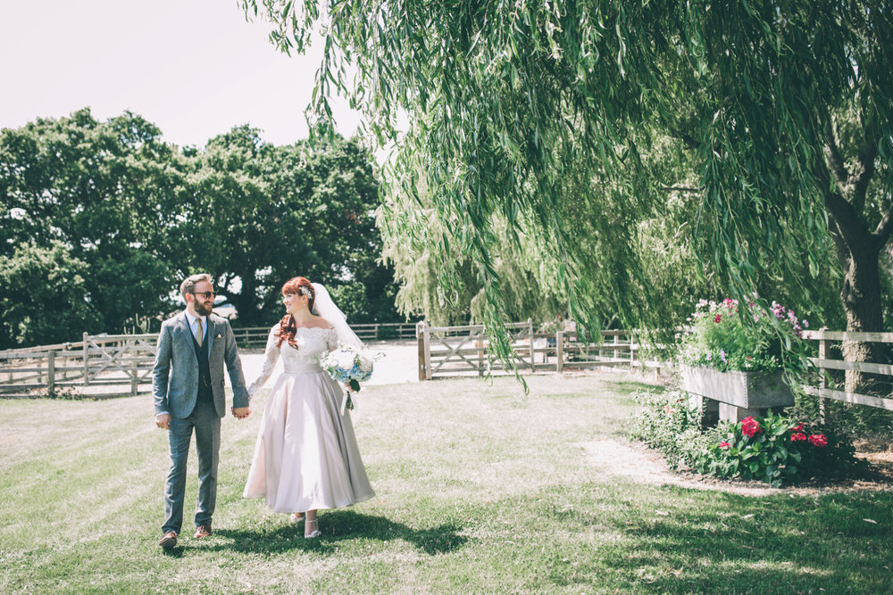odos-barn-ashford-kent-wedding-photographer-odo's-barn-bilisington-by-lindsleyweddings_0099.jpg