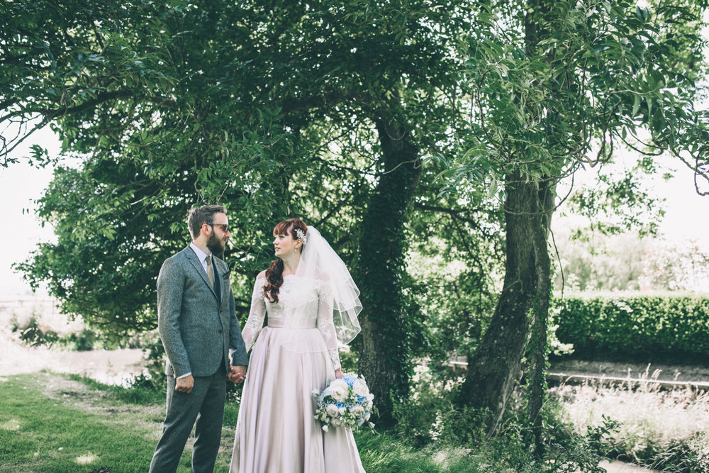 odos-barn-ashford-kent-wedding-photographer-odo's-barn-bilisington-by-lindsleyweddings_0103.jpg