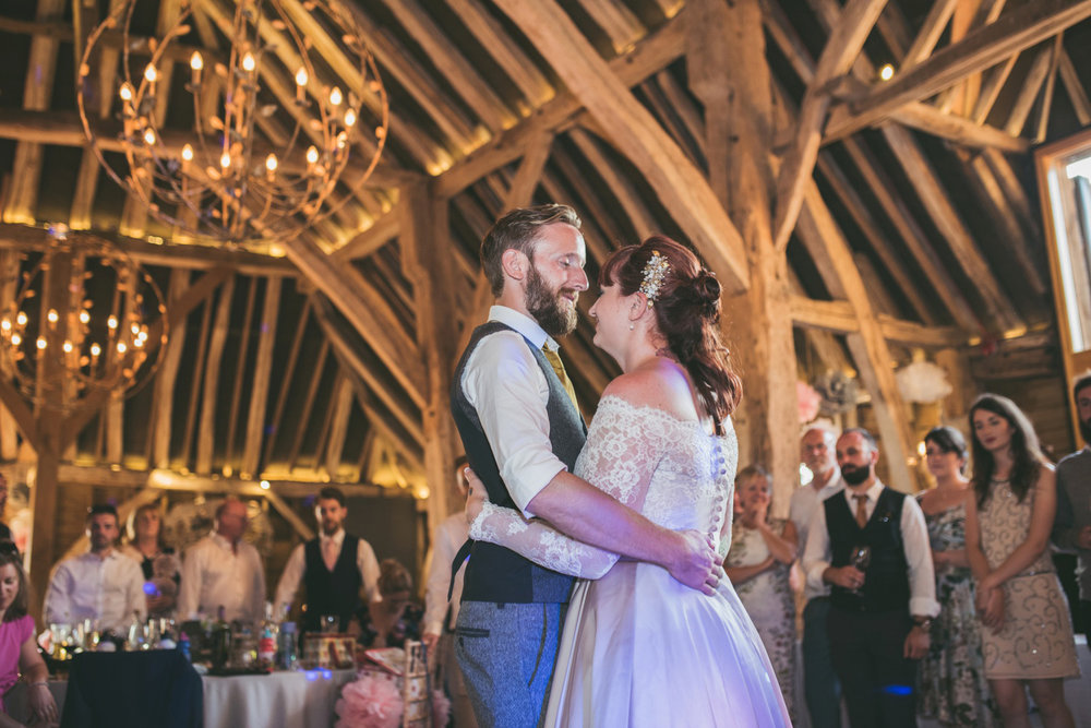 odos-barn-ashford-kent-wedding-photographer-odo's-barn-bilisington-by-lindsleyweddings_0127.jpg