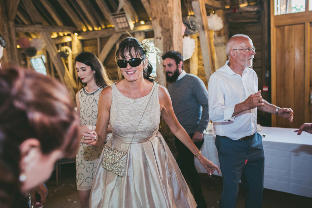 odos-barn-ashford-kent-wedding-photographer-odo's-barn-bilisington-by-lindsleyweddings_0128.jpg