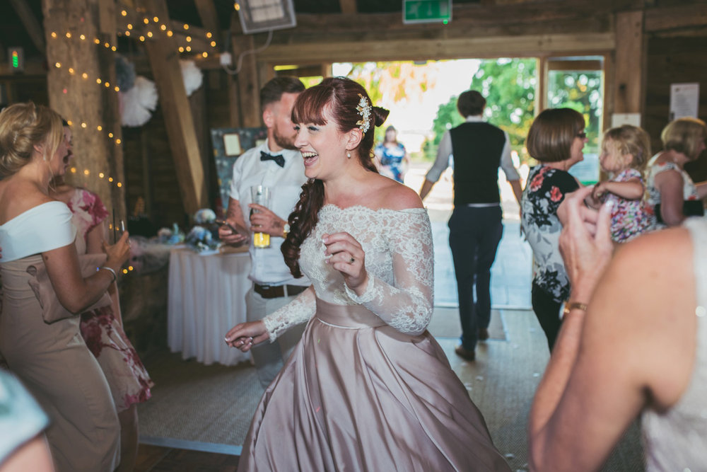 odos-barn-ashford-kent-wedding-photographer-odo's-barn-bilisington-by-lindsleyweddings_0129.jpg