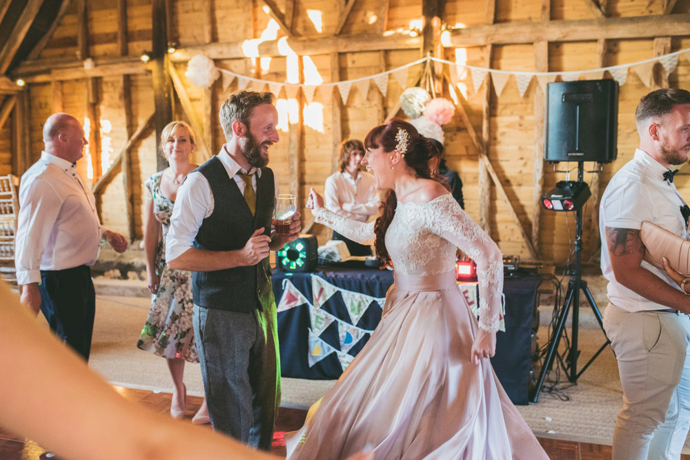 odos-barn-ashford-kent-wedding-photographer-odo's-barn-bilisington-by-lindsleyweddings_0130.jpg
