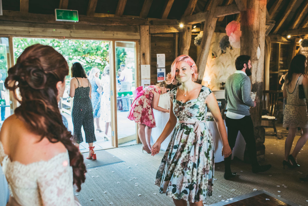 odos-barn-ashford-kent-wedding-photographer-odo's-barn-bilisington-by-lindsleyweddings_0132.jpg