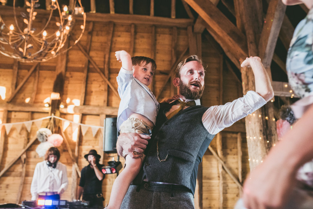 odos-barn-ashford-kent-wedding-photographer-odo's-barn-bilisington-by-lindsleyweddings_0133.jpg