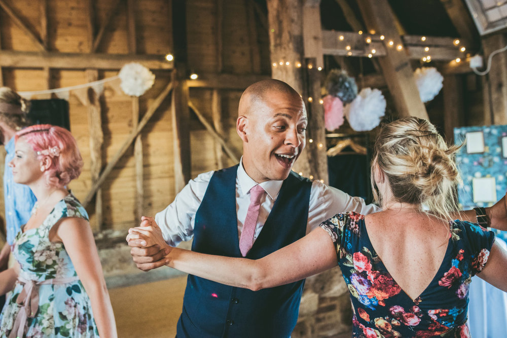 odos-barn-ashford-kent-wedding-photographer-odo's-barn-bilisington-by-lindsleyweddings_0134.jpg