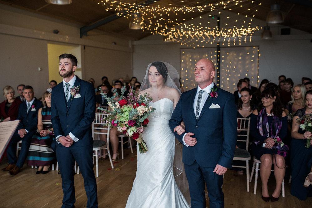 natural-retreats-yorkshire-dales-wedding-photography-40.jpg